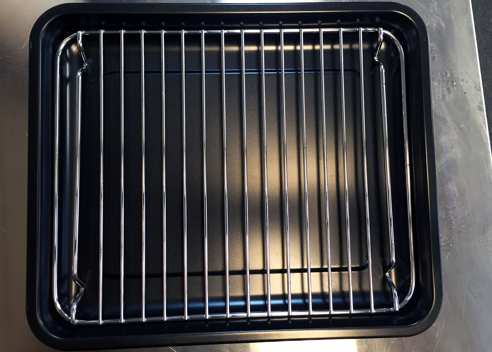 Cuisinart-TOB-206N1-pan-with-rack