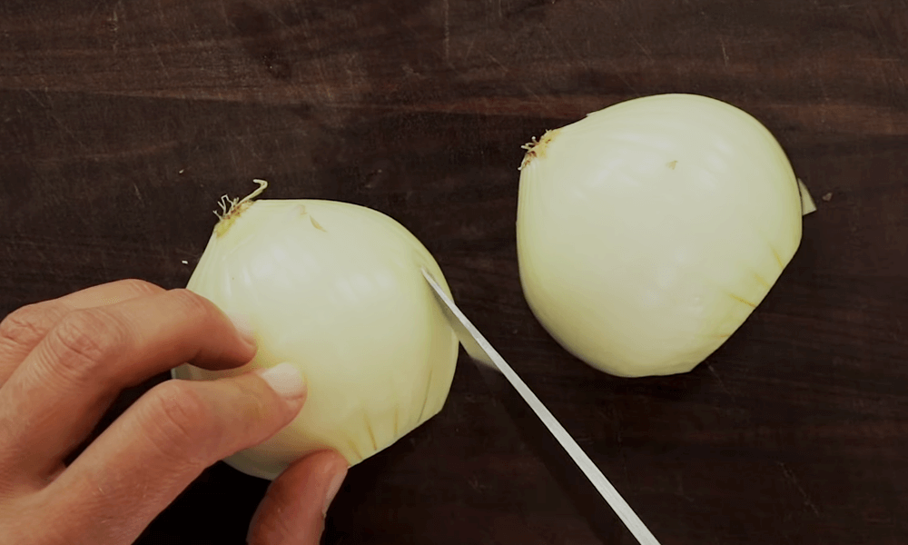 Slicing One Piece onion